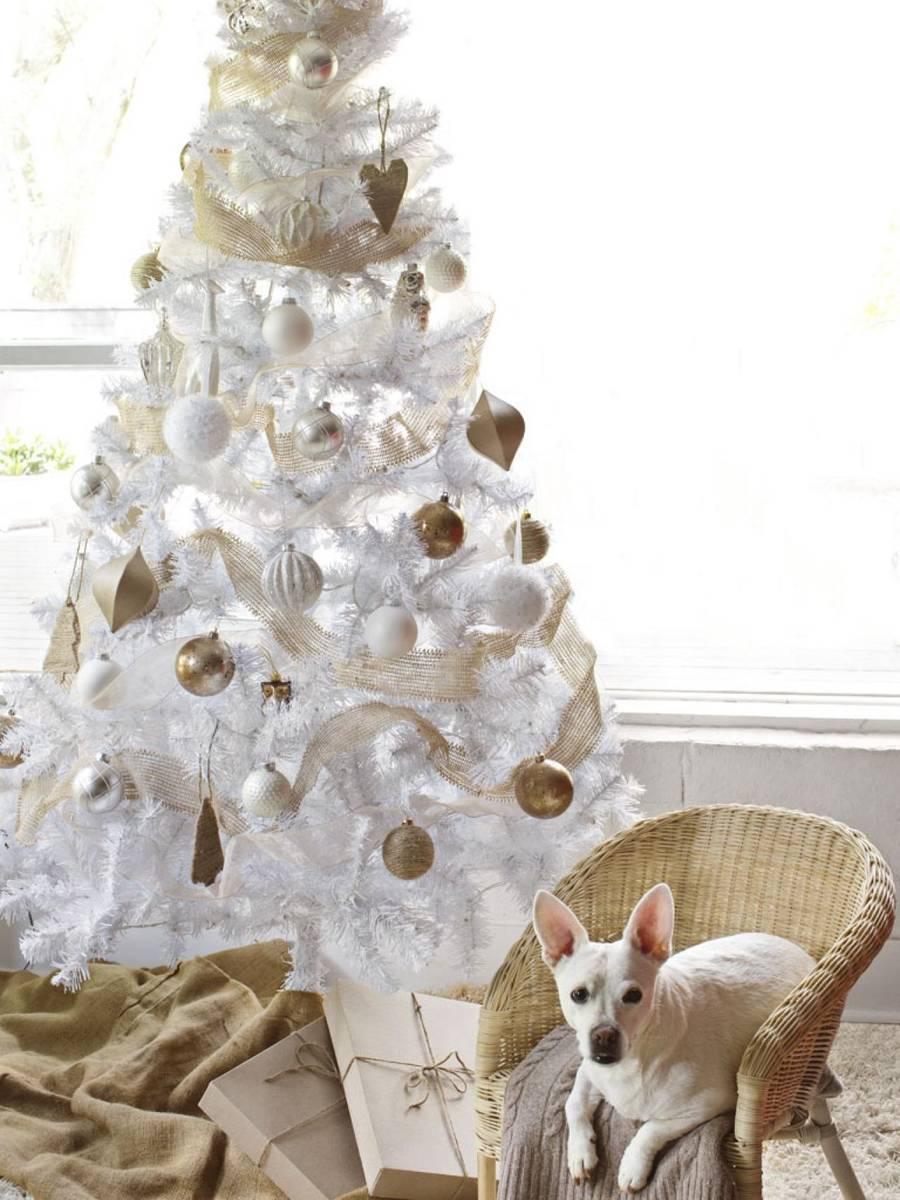 valkoinen joulukuusi JOULUKUUSI VALKOINEN 120cm Todella kaunis valkoinen joulukuusi  valkoinen joulukuusi