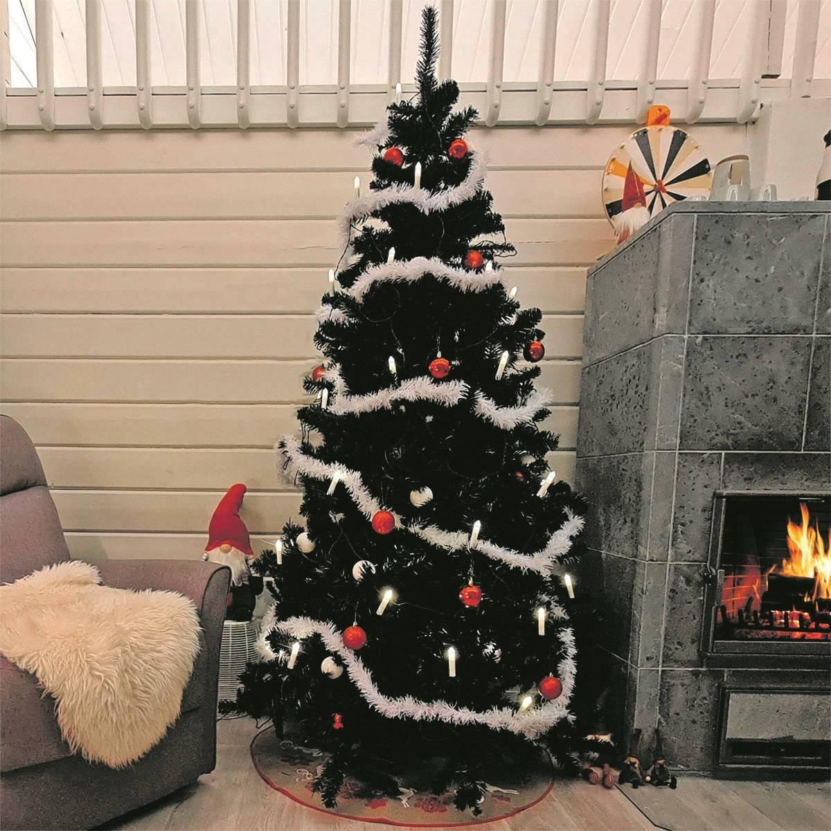 Musta Joulukuusi