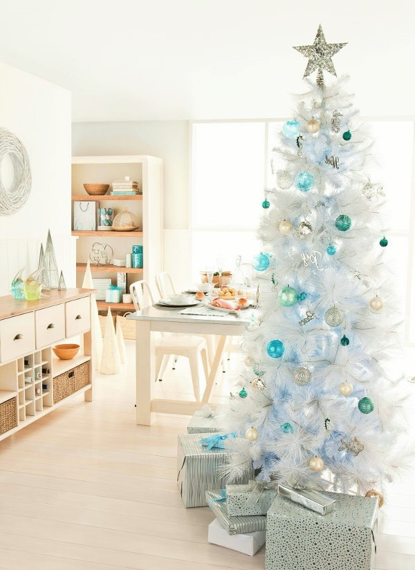valkoinen joulukuusi JOULUKUUSI LUXUS VALKOINEN 180cm Tunnelmallinen joulukuusi  valkoinen joulukuusi