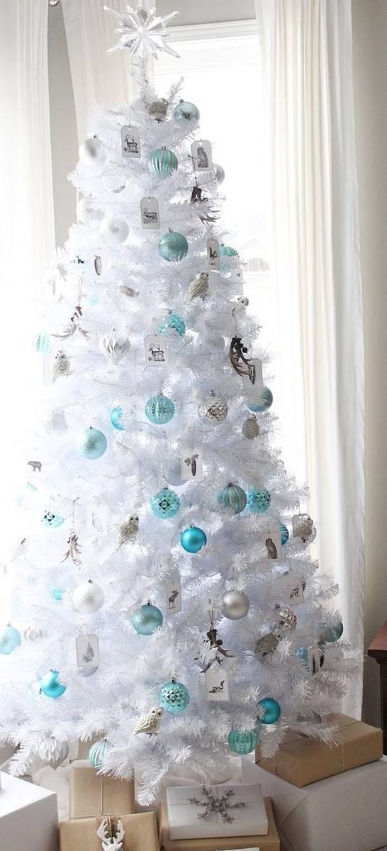 valkoinen joulukuusi JOULUKUUSI VALKOINEN 210cm 764 oksaa Tasaisen tuuhea, tukeva malli  valkoinen joulukuusi